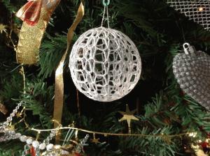E siccome si avvicina il Natale... ecco una pallina per l'albero ESCAPE='HTML'